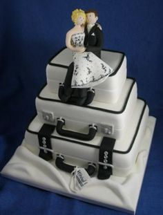 Suitcase Wedding Cake - am making something similiar in March
