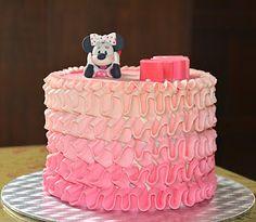 Tarta de crema de mantequilla con figura fondant de Minnie