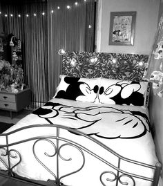 Disney bedroom..Aww i want this!!