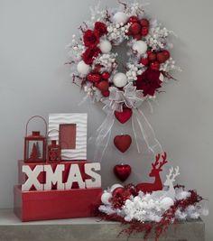brico-Noël-couronne-blanc-rouge-boules-ornements-figurines-cerfs brico de Noël