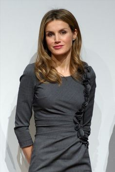 Princess Letizia of Spain attends Premios Magisterio 2012 at Caixa Forum on November 2012 in Madrid, Spain. Princess Of Spain, Spanish Royal Family, Crown Princess Victoria, Queen Letizia, Sweet Dress, Royal Fashion, Women's Fashion, Celebrity Look, Style Icons