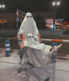 Cute Friend Pictures, Best Friend Pictures, Ghost Photography, Teenager Photography, Grunge Photography, Photographie Indie, Best Friends Aesthetic, Shotting Photo, Ghost Pictures