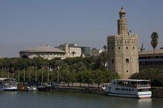 Vista del Teatro Maestranza, el rio y la Torre del Oro, Sevilla #Sevilla #Seville #sevillaytu @sevillaytu