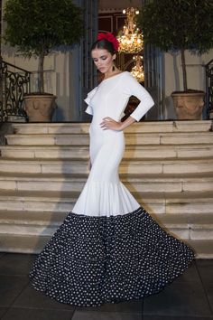 flamencuraweb.com | Rocío Carrasco, presentación We Love Flamenco 2017 Spain Fashion, Modern Fashion, African Fashion, African Style, Pretty Dresses, Evening Gowns, Flamenco Dresses, Fashion Dresses, Feminine