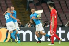 Napoli's forward from Poland Arkadiusz Milik (L) celebrates with teammates Napoli's midfielder from Brazil Jorginho (2ndL) and Napoli's midfielder from Slovakia Marek Hamsik after scoring a penalty during the UEFA Champions League football match SSC Napoli vs SL Benfica on September 28, 2016 at the San Paolo stadium in Naples. / AFP / CARLO HERMANN