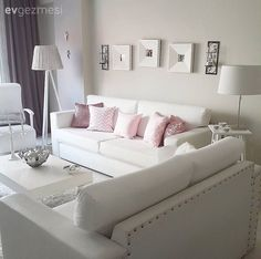 Beyazlar içindeki evinde minder, fon perde ve dekoratif objelerde yaptığı küçük değişimlerle bambaşka görünümler elde eden Filiz hanımın evinden 20'den farklı dekoru sizlerle paylaşmıştık.. Ev sahibim...