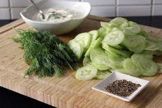 Die Zutaten für unseren Gurkensalat
