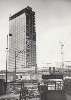 Berlin, Alexanderplatz. Bau des Park Inn von 1967 - 1970