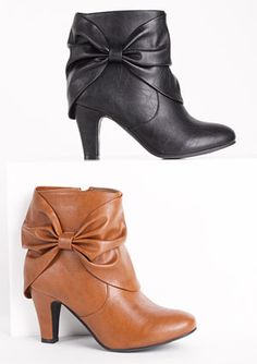 cute bow boots :)