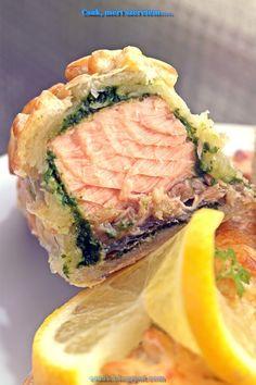 Csak, mert szeretem... kreatív gasztroblog: LAZAC WELLINGTON, SPENÓTOS-PÓRÉS TEJSZÍNES BURGONYÁVAL Spanakopita, Tuna, Fish, Meat, Ethnic Recipes, Pisces, Atlantic Bluefin Tuna