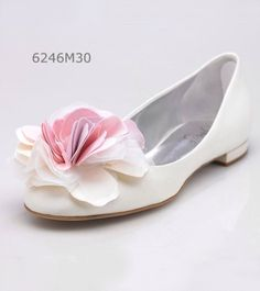 A bride's shoes can be beautiful! Penrose wedding shoes / bridal shoes. flats / ballerina's