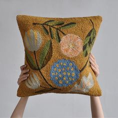 Punch needle pillow by @bookhou #rughooking #bookhou_punchneedle #dsfloral
