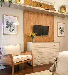 Painel para quarto: 70 inspirações para escolher essa peça tão funcional Bedroom Built Ins, Tv In Bedroom, Single Bedroom, Couple Bedroom, Dream Bedroom, Bedroom Decor, Small Loft Apartments, My Room, Decoration