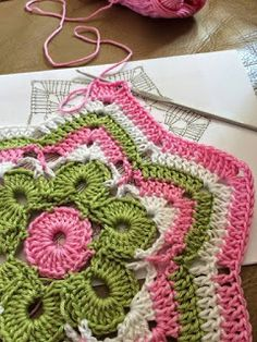 Gorgeous round flower ripple free crochet pattern ༺✿Teresa Restegui http://www.pinterest.com/teretegui/✿༻