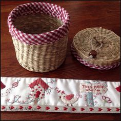 El Mundo de MariLoli: Cubre Cestitas II y III Patch Bordado, Japanese Patchwork, Basket Liners, House Quilts, Quilted Bag, Patch Quilt, Fabric Bags, Love Sewing, Hand Embroidery
