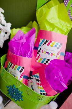 Bolsas de colores para la fiesta de Navidad / Bright paper bags for a Holiday party