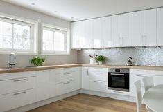 Kitchen Room Design, Kitchen Cabinet Design, Kitchen Sets, Modern Kitchen Design, Kitchen Decor, Kitchen Cabinets, Laundry Room Remodel, Kitchen Remodel, Modern Scandinavian Interior