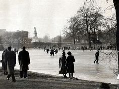 St James's Park lake frozen over, Picture: Elam / Daily Mail /Rex Features Vintage London, Old London, London Pride, St James' Park, London Calling, Best Cities, Ice Skating, Daily Mail, Ephemera