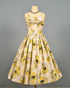 A stunning 1950s sundress. #vintage
