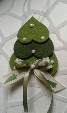 iSuper simple christmas ornament idea made from felt