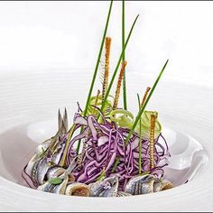 LUNDI !... Offrez un cadeau aux Alban ! Visions Gourmandes... Le seul ouvrage de référence en gastronomie sur l'art de la présentation et du dressage à l'assiette comme un Chef... Vous pouvez feuilleter les 192 pages du livre comme en librairie ! > http://goo.gl/cs5ddk Et le commander sur mon site : > http://goo.gl/4SV9Md Ou sur Amazon :  > http://goo.gl/QGLDZi. Source de la photo du jour : Chef Giuseppe Iannotti. . #gastronomie #gastronomy #chef #presentation #presenter #decorer #plating…