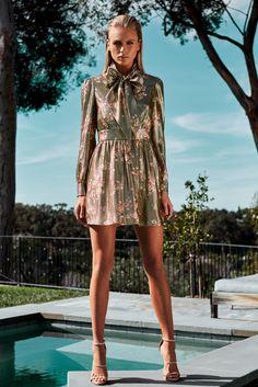 Haney Fall 2017 Ready-to-Wear Collection Photos - Vogue Pool Fashion, Runway Fashion, Fashion Models, High Fashion, Fashion Show, Fashion Looks, Fashion Outfits, Fashion Trends, Women's Fashion