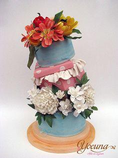Tarta sorpresa con flores - Surprise cake with flowers - Cake by Yolanda Cueto - Yocuna Arte en Azúcar