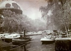 1940's. Winter on the Singel in Amsterdam. On the left the Ronde Lutherse Kerk or Koepelkerk. #amsterdam #1940 #singel