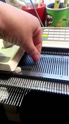 В этом видео вы увидите как делать укороченные ряды без обвива игл.
