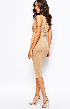 ASOS(エイソス) の女性らしい奇麗なラインを表現してくれるタイトワンピース(Boohoo Knot Front Bodycon Dress)です。通販だからできる割引価格でお届けします。