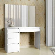 New bedroom dresser makeover beautiful Ideas Bedroom Dressers, Bedroom Furniture, Bedroom Decor, Vanity Room, Vanity Decor, House Shelves, Purple Bedrooms, Dresser Table, Shabby Chic Lamp Shades