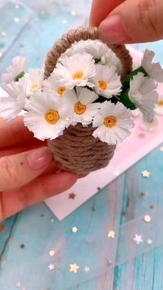 Cool Paper Crafts, Paper Flowers Craft, Paper Crafts Origami, Diy Crafts For Gifts, Flower Crafts, Creative Crafts, Diy Flowers, Diy Paper, Kids Crafts