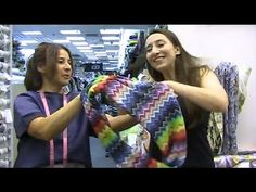 How to sew an Infinity Scarf - DIY easy sewing tutorial. to sew an Infinity Scarf - DIY easy sewing tutorial Sew in minutes. We get the Lovely Bibi Lynch, magazine and newspaper reporter, to have a go in Joel and Son Sewing Scarves, Sewing Clothes, Diy Sewing Projects, Sewing Tutorials, Infinity Scarf Tutorial, Knitting Patterns, Sewing Patterns, How To Make Scarf, Diy Scarf