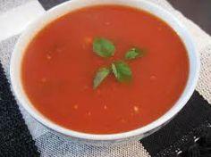 Sopa de tomate com manjericão Calorias: 50 kcal (1 concha média) Rendimento: 4 porções Aqueça numa panela 1 colher de margarina light, junte  1  cebola e 2 dentes de alho e refogue até ficarem levemente dourados. Acrescente 500g de tomate picado e 4 xicaras de caldo de legumes e deixe ferver. Cozinhe com a panela tampada por cerca de 10 minutos. Acrescente o manjericão e bata no liquidificador até obter um creme homogêneo. Pronto!