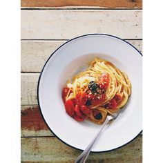 #15minpasta of the day, Spaghetti with homemade tomato sauce. やっちまった、咽頭炎だ、喉がヒリヒリだ  #ランチ #パスタ #スパゲティ #food #lunch #pasta #spaghetti #tomato #olive #thaistagram #afterlight #onthetable #instafood #vscofood #foodpic #cooking #homemade from #bangkok #thailand
