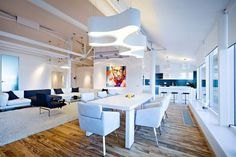 loft ultramoderne avec sol de parquet en bois
