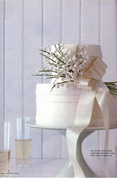 Google Image Result for http://www.lefiores.com/images/2008/lily-of-the-valley-bridal-c1.jpg