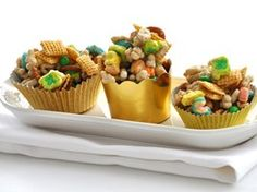 Pot O' Gold snack treats. Great idea for St. Patrick's Day or a March birthday