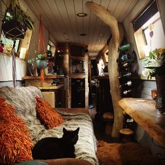 September 2016 Narrowboat Recalcitrant, narrowboat interior created by Anzi's Wo. - Home Decoration Living On A Boat, Tiny Living, Rv Living, Canal Boat Interior, Canal Barge, Narrowboat Interiors, Houseboat Living, Houseboat Ideas, Boho Home