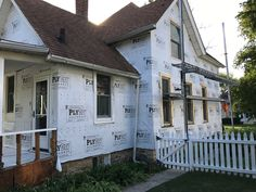 Much needed exterior work. Elgin, Illinois, west side of Fox River. Elgin Illinois, Folk Victorian, West Side, Fox, Exterior, River, Nature, Naturaleza, Outdoor Rooms