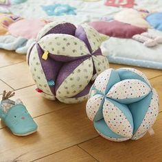"""""""TUTO couture"""" You have probably already heard about the Montessori method which is . Couture Montessori, Baby Crafts, Crafts For Kids, Pin On, Baby Sewing Projects, Baby Girl Quilts, Baby Couture, Quilting For Beginners, Sewing Toys"""