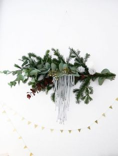 21x zelfgemaakte, duurzame, groene én creatieve kerstdecoratie Winter Wonderland Christmas, Noel Christmas, Winter Christmas, Christmas Wreaths, Christmas Crafts, Christmas Decorations, Deco Table Noel, Branch Decor, Christmas Arrangements