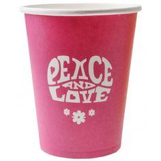 """Ces gobelets fucshia avec leur mention """"PEACE AND LOVE"""" seront indispensables pour une décoration de table Hippie.   Amusez-vous à mélanger les couleurs pour une déco colorée !  Pour rester dans même esprit découvrez les serviettes et ronds de serviette dans l'ambiance Hippie Chic."""