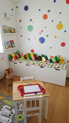 Wandbemalung kinderzimmer hell blau gr n und wei bunte for Leseecke kinderzimmer