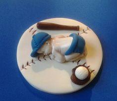 Fondant baby boy béisbol pastel de cumpleaños por evynisscaketopper