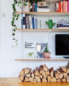 Att gömma tv:n i bokhyllan. #bokhylla #plywood #tvhylla #fultv #shelfie #bookshelf #bokhylle