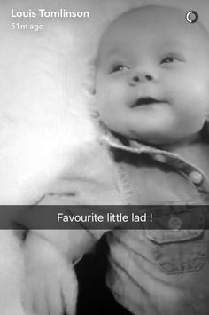 Look at little Freddie Reign Tomlinson. Today 7 months old too. Tomlinson Family, Louis Tomlinson, 7 Month Olds, 1 Year Olds, One Direction Pictures, I Love One Direction, Freddie Reign Tomlinson, Nerd Memes, Larry Shippers