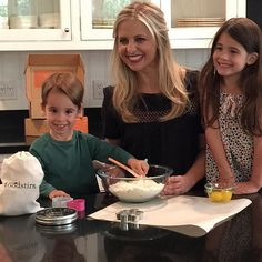 Sarah Michelle Gellar and Her Kids Are All Smiles in This Sweet Kitchen Snap
