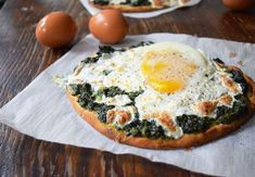Creamy Spinach Breakfast Pita Pizza