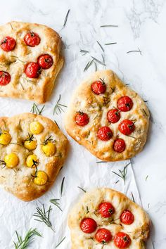 Foccacia bread with tomato and rosemary - recipe for Italian food bread Pastry And Bakery, Bread And Pastries, Baking Recipes, Whole Food Recipes, Hard Bread, Food Crush, Flatbread Recipes, Cafe Food, Vegetarian Cheese